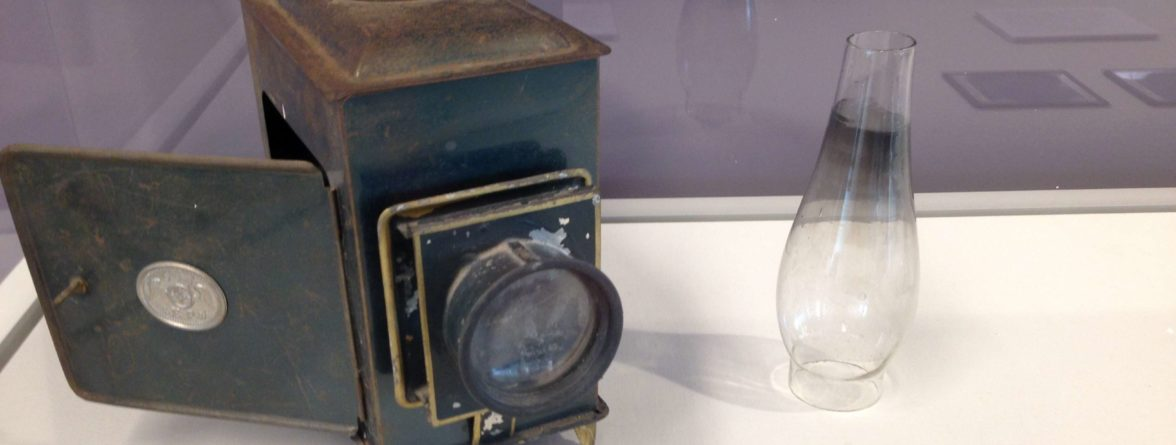 Lantern slide projector